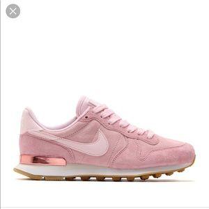 nike internationalist women pink